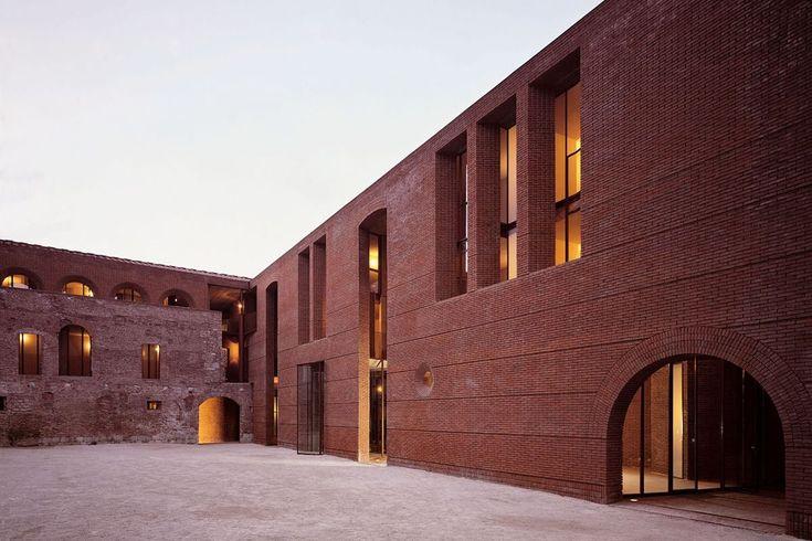 Ricostruzione di San Michele in Borgo, Massimo Carmassi, Pisa. Progetto 1979-1985, realizzazione 1985-2002. Foto di Mario Ciampi