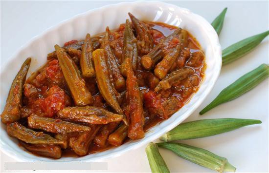 Οι λαδερές μπάμιες στη κλασική ελληνική κουζίνα, μπορούν να γίνουν και στη κατσαρόλα και στο φούρνο χωρίς αλλαγή των υλικών. Μια εύκολη συνταγή για υπέροχε