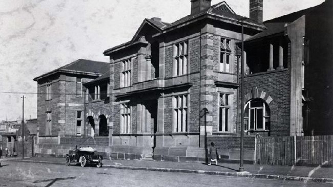 The former Thomas St, Sydney asylum, 1904 now the Citigate Hotel http://www.dailytelegraph.com.au/news/nsw/the-remarkable-history-of-sydney-in-pictures/story-e6freuzi-1226346215075