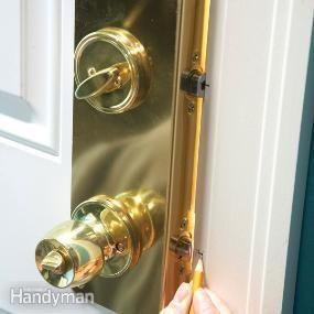 Home Security: How to Increase Entry Door Security #instandhaltungsarbeiten