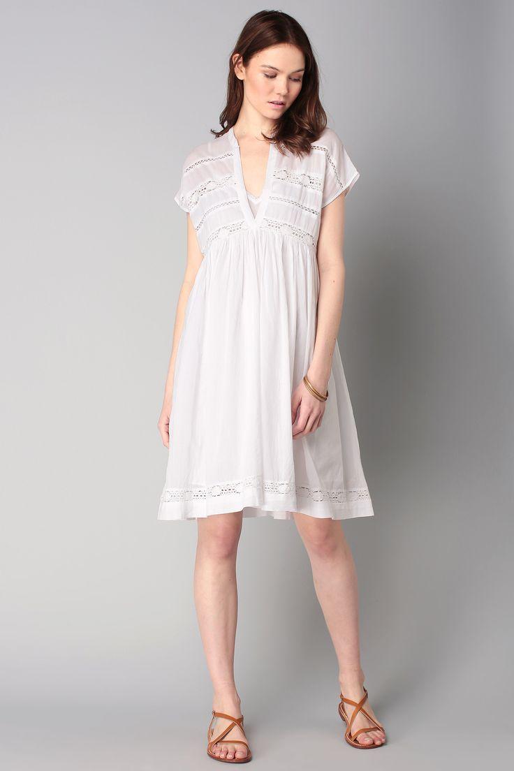 robe blanche dentelle bon prix les tendances de la mode fran aise de la saison 2018. Black Bedroom Furniture Sets. Home Design Ideas