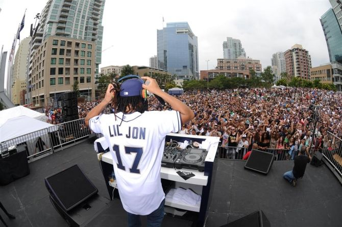 Lil Jon performs at the San Diego Padres FanFest 2015 at Petco Park and uses CryoFX CO2 Cannon Smoke Jets.    Call the leaders of custom co2 systems design and installation.  No stage is too small or large for our co2 special effect systems.