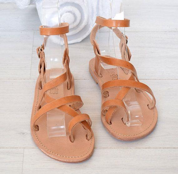 Sandalias unisex, sandalias hechas a mano, sandalias Tan, cuero, sandalias de verano, sandalias clásicas, elegantes sandalias, sandalias griegas, clásicas sandalias, sandalias con estilo, sandalias griegas, Unisex, sandalias, hombres, mujeres, sandalias de playa, sandalias naturales, sandalias Tan  Sandalias hechas a mano, 100% cuero genuino de alta calidad. Clásico y elegante, sandalias unisex hecho a mano en una gran variedad de colores, complementará tu atuendo casual apelación. Les…