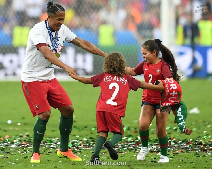 Old and young fans celebrate.        Video. Winners of Euro 2016 celebrate their victory after final. ... 30  PHOTOS        ... EURO 2016 CHAMPIONS: Portugal!        Originally posted:         http://softfern.com/NewsDtls.aspx?id=1106&catgry=6            SoftFern News, SoftFern Sport News, SoftFern Football News, Euro 2016, SoftFern videos, Ronaldo, final, Griezmann, Pepe, Portugal v France, Payet; Giroud, Evra; Pogba, Matuidi, Sissoko, Lloris, Eder, Renato Sanches, Sagna, Fonte, Guerreiro…
