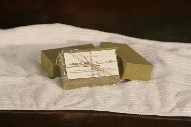 Pastilla de jabón de aceite de oliva sin glicerina para pieles grasas.