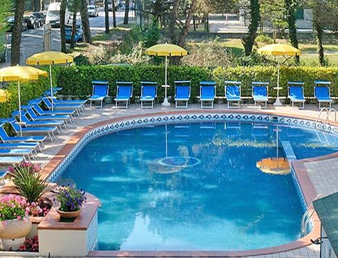 Residence con piscina Milano Marittima