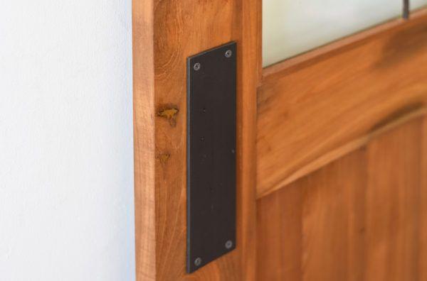 スイングドア用の 押し板 も アイアンドアハンドル スイングドア