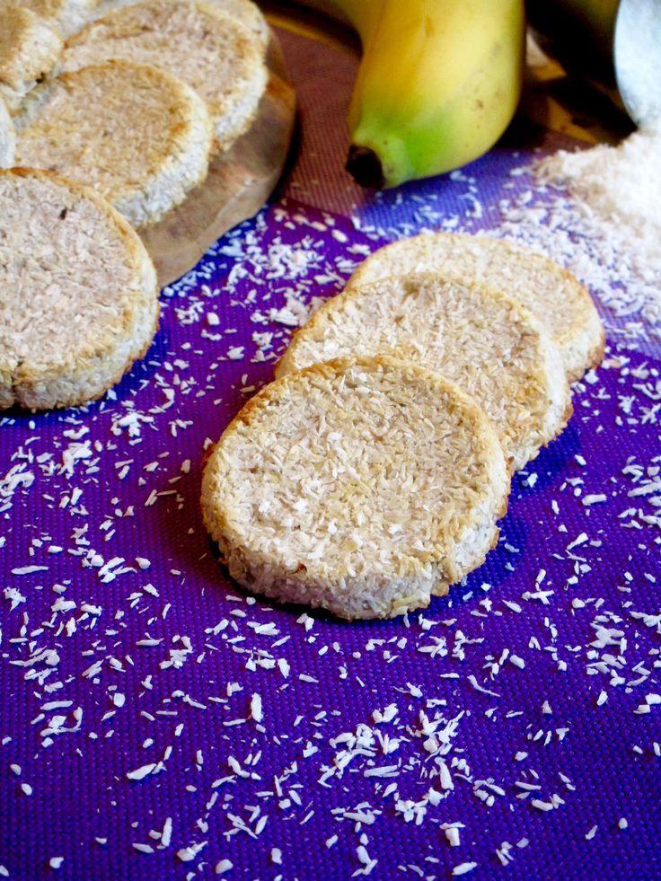 BISCOTTI CON BANANA E COCCO, 2 INGREDIENTI Prepararedei Biscotti così leggeri, sani e gustosi non è mai stato così facile. Ci servono solamente 2 ingredie