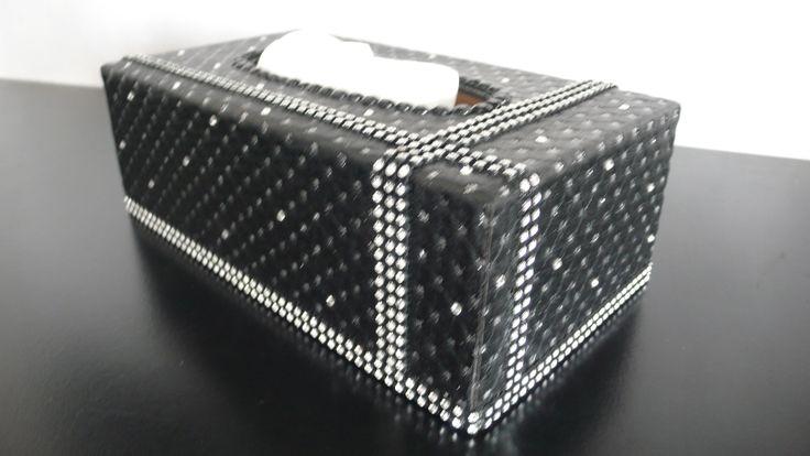 boite mouchoirs en bois rechargeable en simili cuir noir capitonné pailleté, et cristal swarowski. : Accessoires de maison par fee-des-mains