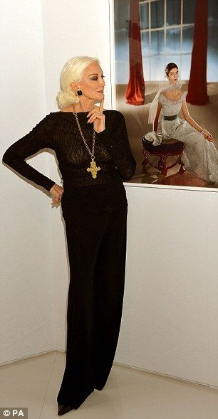 In her 80s but as beautiful as ever! Model Carmen Dell'Orefice is striking in black as she helps launch the V&A's stunning new fashion photography exhibition  Read more: http://www.dailymail.co.uk/femail/article-2742356/In-80s-beautiful-Model-Carmen-DellOrefice-striking-black-helps-launch-V-As-stunning-new-fashion-photography-exhibition.html#ixzz3CHoq91y8  Follow us: @MailOnline on Twitter   DailyMail on Facebook