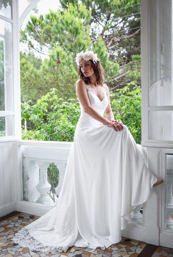 Pretty Ivory Lace and Stretch Sleeveless Illusion V-neck Destination Wedding Dress