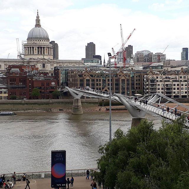 """What a view!! Lovely! 😍 from Tate Modern Museum.  I'm in love with London! ❤☉ London trip 2017.  #travel  #london #love  #instapic  #landscape  #sun  #instagood  #instalove  #traveladdict  #travels  #travellife  #igdaily  #travelpics  #instalife  #trip  #travelgram  #theweekoninstagram  #london  #uk  #instaworthy #bigben  #thisislondon  #visitlondon  #britain  #london4all  #england  #lovegreatbritain  #unitedkingdom  #toplondonphoto  #lovelondon"" by @carorandado. #fslc…"