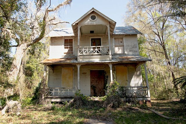 Abandoned wood frame house in putnam county florida for Wood frame house in florida