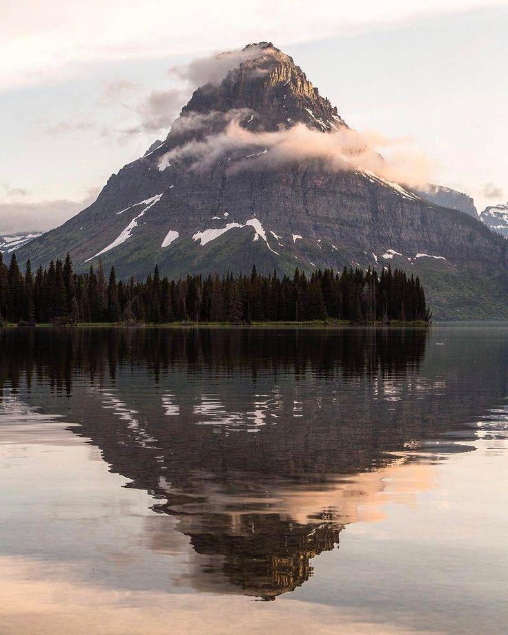 "Sinopah Mountain, MT.⠀ Photo by @jacobwfrank .⠀ TheGreatPNW.com⠀ .⠀ #UpperLeftUSA⠀ #pnw"""