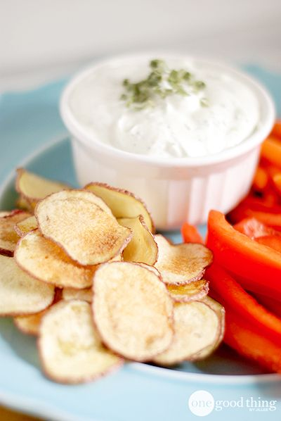 These microwave potato chips are so easy to make, and go great with Sour Cream and Onion dip! Get both recipes here!