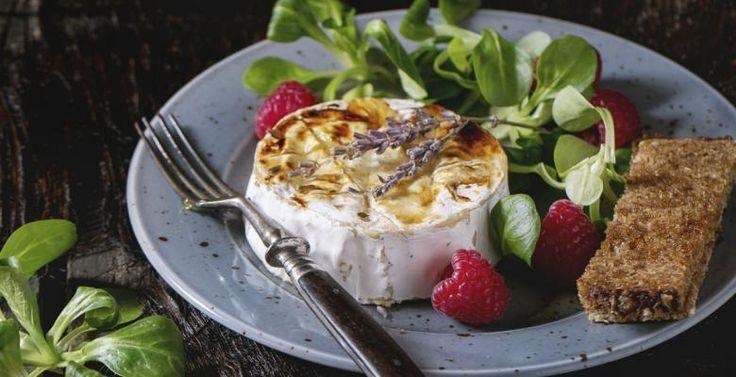 Brie fondant au miel et noix de Grenobles - Recettes - Ma Fourchette