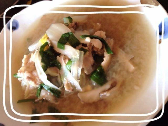 昨日の豚しゃぶに生姜とニラをたっぷり入れて豚汁⭐( ´ ▽ ` )ノ - 9件のもぐもぐ - 豚汁( ´ ▽ ` )ノ by maikiti