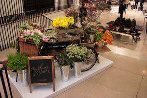 Our bike for Burberry's London flagship store for Burberry in Bloom #Design #Flowers #DesignInspo #FlowersInspo