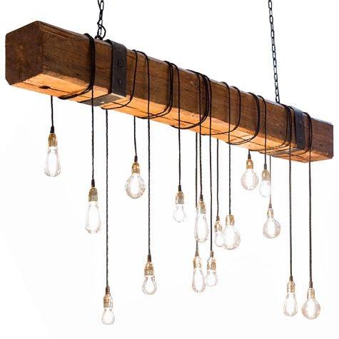 Viga de madera sujetada con cadenas de hierro negro y bombillas de filamento suspendidas. Fabricante: www.dajor.es