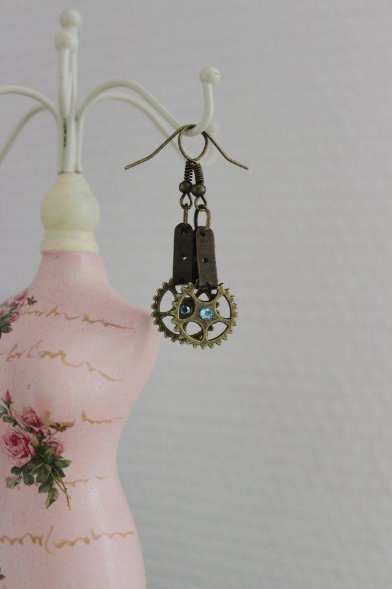 Boucles d'oreilles steampunk par SteampAddict sur Etsy, $25.00