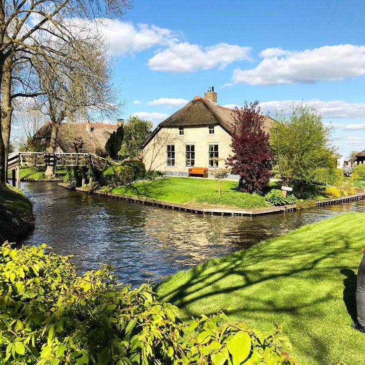 "Giethoorn, Netherlands 🇳🇱 _shutterbug_ (@_shutterbug_bec_) on Instagram: ""Giethoorn, the cutest lil' village ever 🦆🛶 #giethoorn #veniceofthenorth #veniceofholland #canals…"""