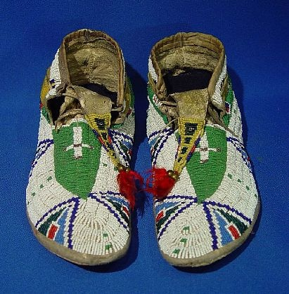 Indian Beadwork - PLAINS - PRE 1900 - 'Sioux Moccasins' - Len Wood's Indian Territory