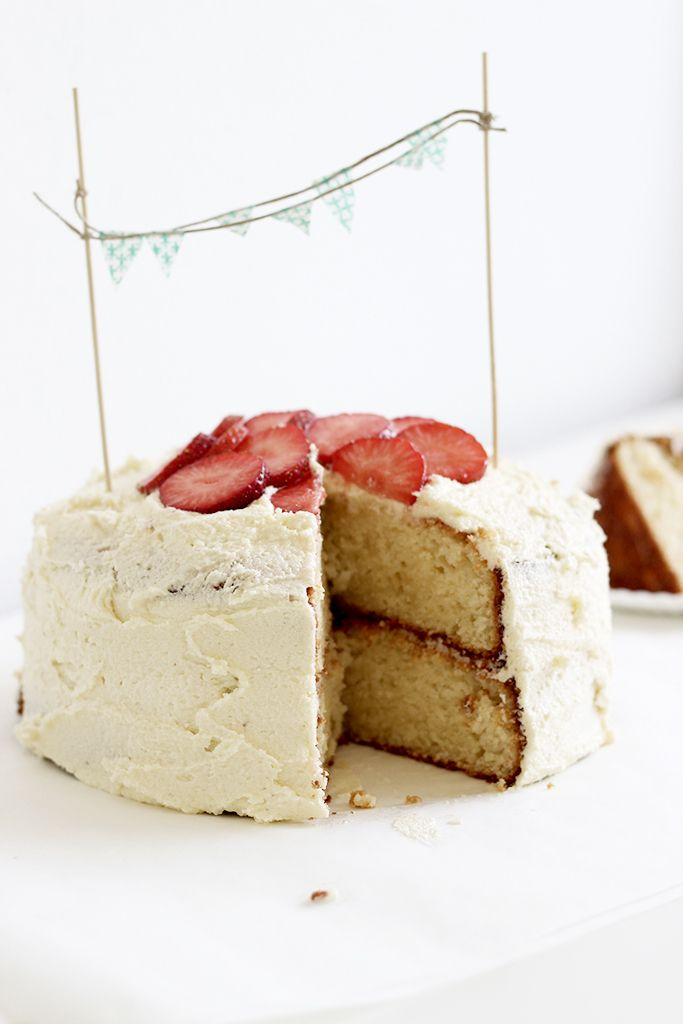 vanilla sponge cake with buttercream and strawberries