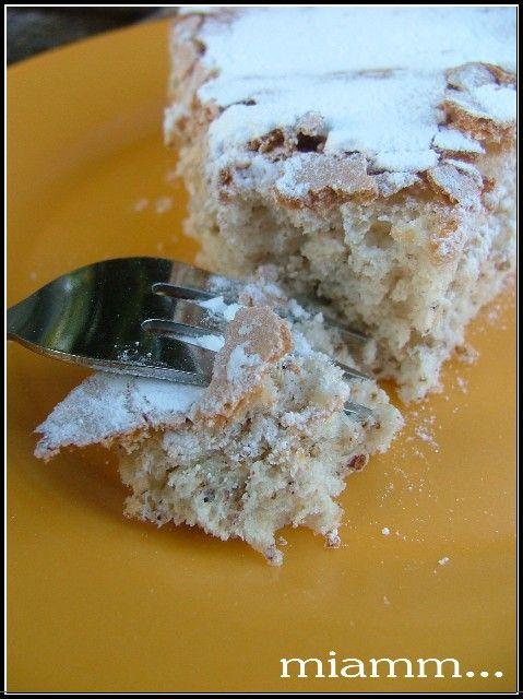 C'est en cherchant une recette pour utiliser des blancs d'oeufs que j'ai découvert ce biscuit de Christophe Felder. Simple, rapide, nécessitant peu d'ingrédients, tout pour me plaire ! Au niveau texture il est ultra moelleux, léger dans le même esprit...