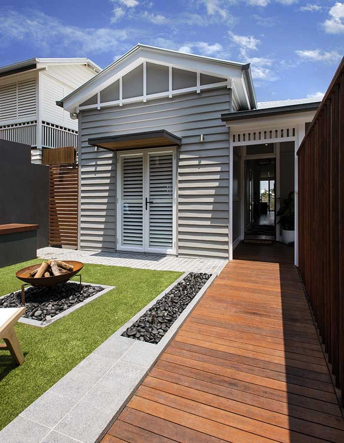 A renovation and new extension have yielded a contemporary home. http://www.queenslandhomes.com.au/klinge-construction-renovation/