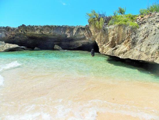 Playa la Cueva las Golondrinas, Manati, Puerto Rico.