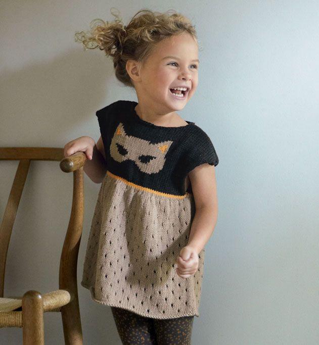 On adore la tunique fille, tricotée en 'Phil thalassa', coloris safari, noir, et orge. Ce modèle est tricoté au point ajouré, sur le bas du modèle, pour une tunique très chic ! Modèle tricot n°26 du catalogue 105 : Layette, Pitchouns, Printemps/été