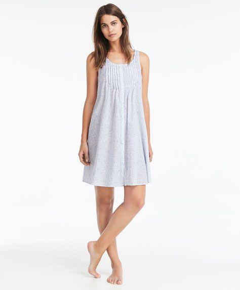 Ночная рубашка с мелким цветочным принтом - Посмотреть все - Тенденции женcкой моды Осень-зима 2016 на Oysho онлайн: нижнее белье, спортивная одежда, пижамы, купальники, бикини, боди, ночные рубашки, аксессуары, обувь и аксессуары. Модели для каждой женщины!