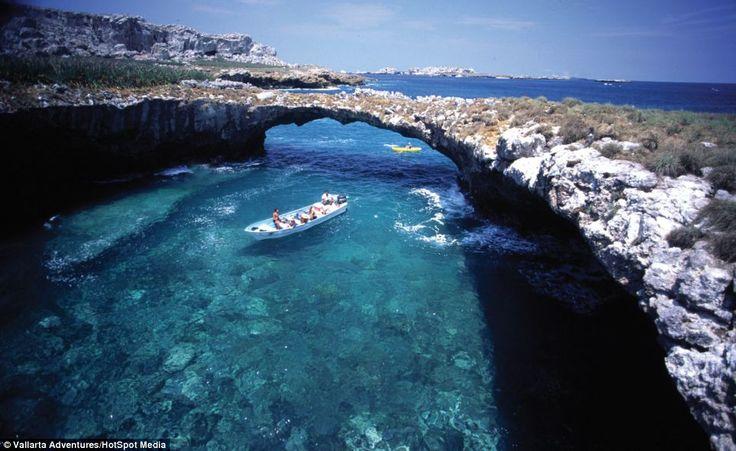 Mexico's Cenotes and Hidden Beach in Puerto Vallarta http://fizzy-cola.com/yucatan-cenotes-hidden-beach/