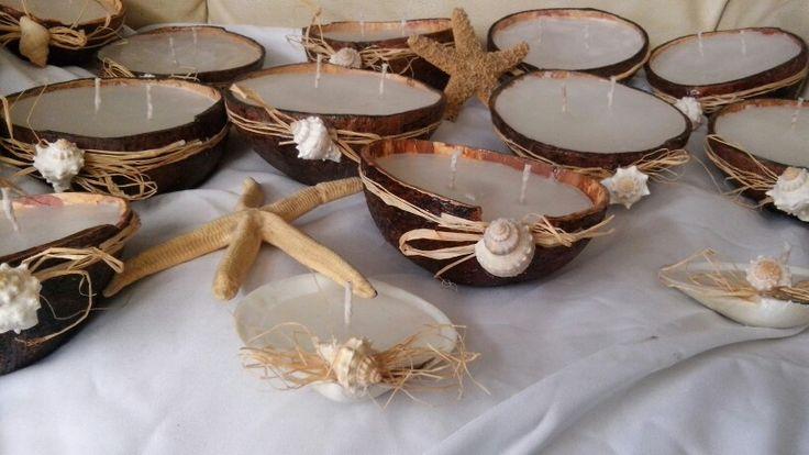 Un pedacito de mar, velas de coco y velas de concha marina.