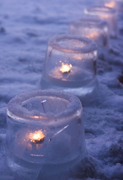 Ice Lanterns. These look AWESOME! And would be super cool on New Years or any other evening party :D