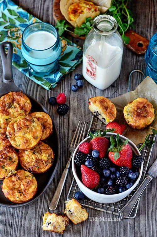 Śniadaniowe babeczki z owocami. Southwest Egg Cups recipe at  TidyMom.net
