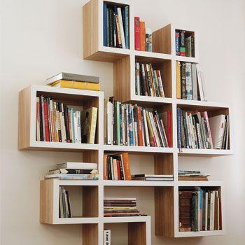 De nieuwe variant van de standaard houten boekenkast! Deze boekenkast is strak en speels tegelijk. Ontwerp samen met 100% Kast jouw originele boekenkast op maat! Ga naar http://100procentkast.nl/zelf-kast-maken/