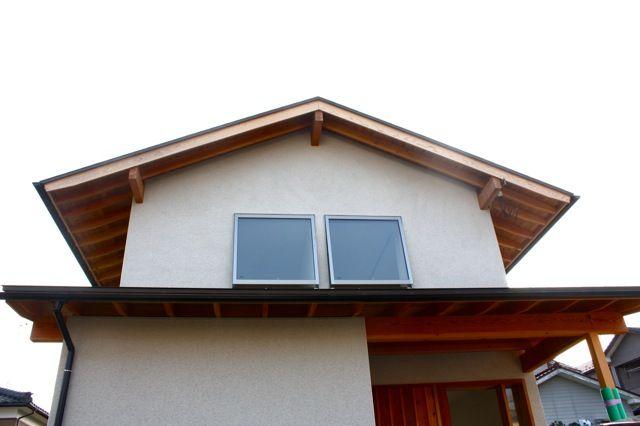 切妻の家 そとん壁バージョン : そりっど設計室:新潟で材木屋による無垢材の家づくり + 建築家