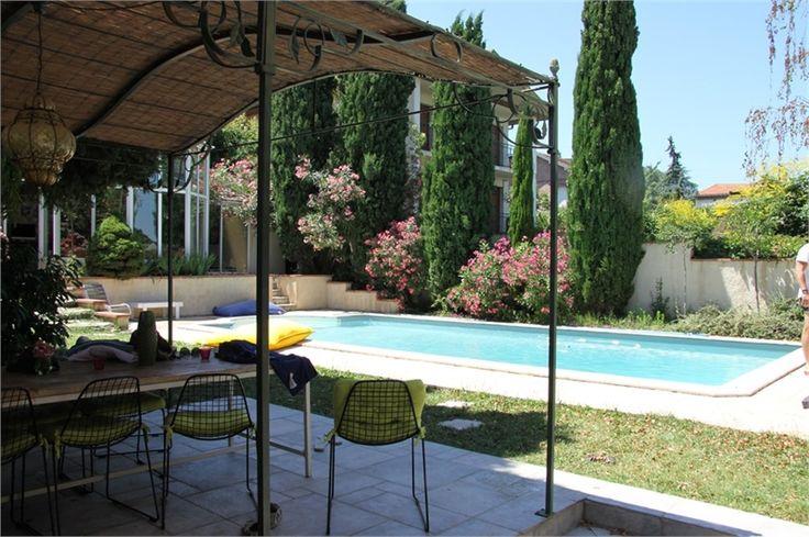 Magnifique maison de caractère à vendre chez Capifrance à Toulouse.    > 208 m² habitables, 8 pièces dont 4 chambres.    Plus d'infos > Didier Bottarel, conseiller immobilier Capifrance.