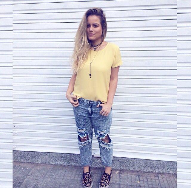Ootd / look do dia / destroyed pants / yellow tee / slip on / Sherons/ Andressa Almeida