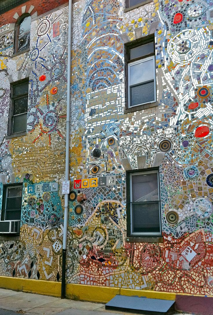 Mosaic covering building in Philadelphia, PA
