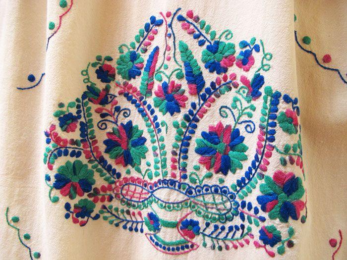 メキシコの定番刺繍ワンピースです。