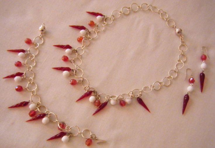 parure collana ,orecchini e bracciale con catena in argento indiano, mezzo cristallo rosso e bianco e cornetti in  vetro di murano rosso, by crys_e_cri, 160,00 € su misshobby.com