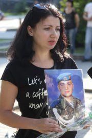 В Днепре почтили память погибших под Луганском десантников 25-й бригады (ФОТОРЕПОРТАЖ) http://dneprcity.net/dnepropetrovsk/v-dnepre-pochtili-pamyat-pogibshix-pod-luganskom-desantnikov-25-j-brigady-fotoreportazh/  Сегодня — вторая годовщина трагических событий, когда при заходе на посадку в аэропорт Луганска был сбит военно-транспортный самолет ИЛ-76. Тогда погибли 40 десантников 25-й аэромобильной бригады и 9 членов экипажа.