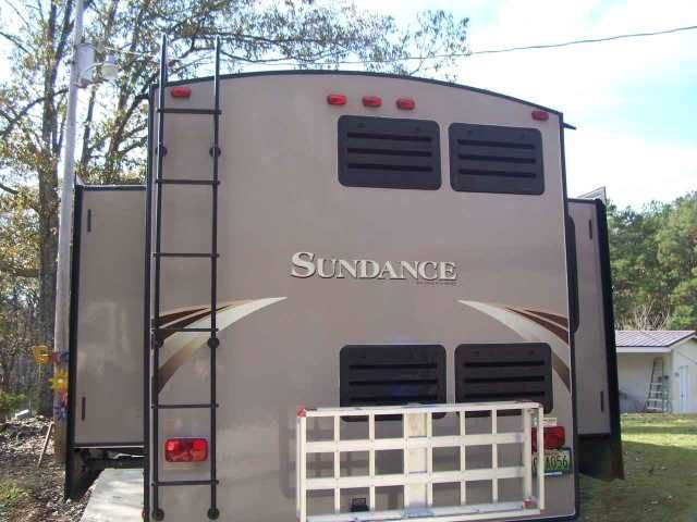 2014 Used Heartland Sundance 3310MKS Fifth Wheel in Alabama AL.Recreational Vehicle, rv, 2014 Heartland Sundance 3310MKS, SD, King-size bed, side-by-side refrig /freezer, large pantry, microwave, tub/shower, off-white leather L shaped sofa w/recliner (tri-fold sofa bed) and two additional leather recliners (theater seating), 40-in TV, fireplace, ceiling fan, L shaped kitchen bar, free-standing dining table and 4 chairs, washer hook-up, dual-pane windows, 2 air conditioners. Added satellite…