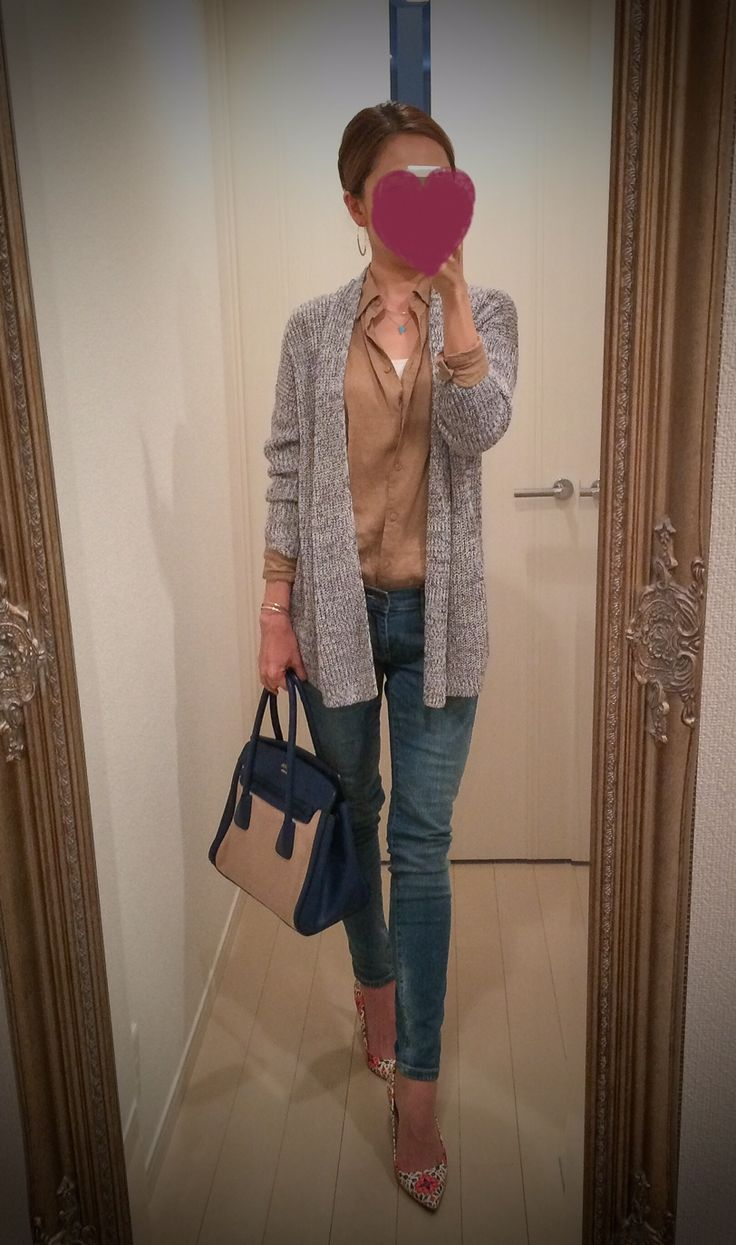 Cardigan: Theory Shirt: Uniqlo Skinny: GAP Heels: J.Crew Bag: PRADA