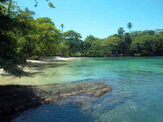 Sapzurro reúne una innegable belleza de la selva del Darién y el mar caribe colombiano Capuraná.