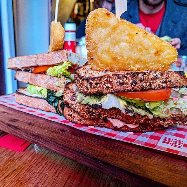 So this bar has a vegan menu...who knew?! Here I have a club sandwich topped with directional hash brown  . . . #club #sandwich #london #lunch #food #foodandtravel #instatravel #travelgram #travel #travelling #traveller #market #potato #city #hashbrown #delicious #nomnom #saturday #weekend #yum #tourists #breakfast #drinks #people #eat #indulgence