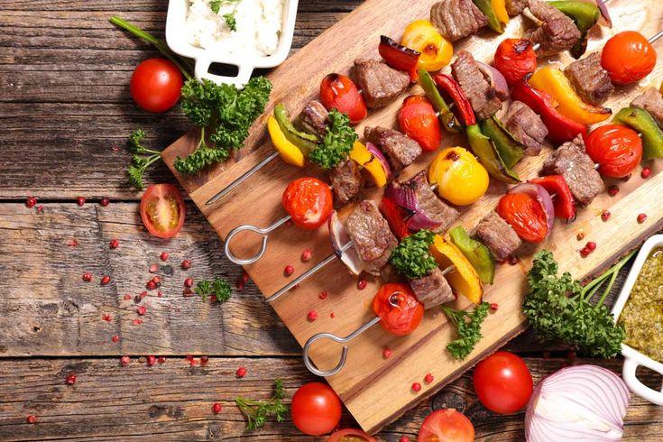 De tijd van barbecueën breekt weer aan. Hoe maak je gezonde keuzes? Tips voor een gezond bbq feestje, waar je volop van kunt genieten!