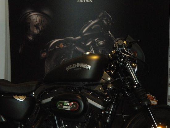 Harley-Davidson Italia: due idee per intrigare   La nuova creatura Sportster Iron 883 Special Edition S e un nuovo programma finanziario per incentivare le emozioni.  Ci si sono messi di buzzo buono all'Harley-Davidson Italia. Due le idee messe in campo e presentate alla conferenza stampa.  Fattore S – Una moto...
